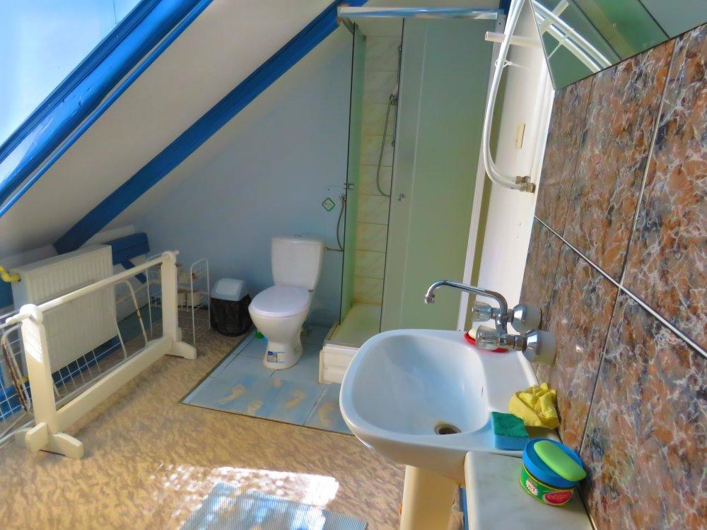 Pokój na piętrze - łazienka