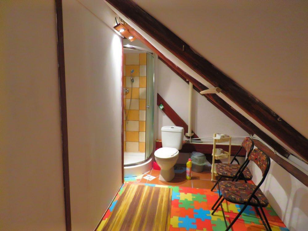 Pokój 3 na piętrze - łazienka